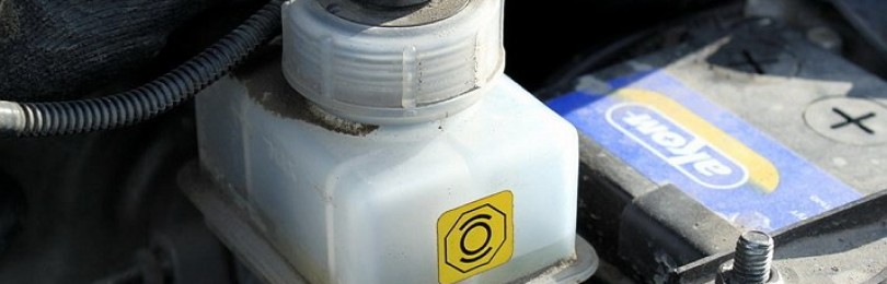 Как быть в случае утечки тормозной жидкости: выход можно найти в любом багажнике