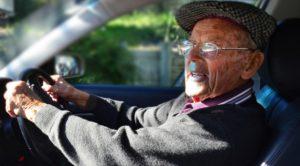 пенсионер в авто