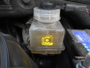 Что же можно добавить в бачок тормозной жидкости?